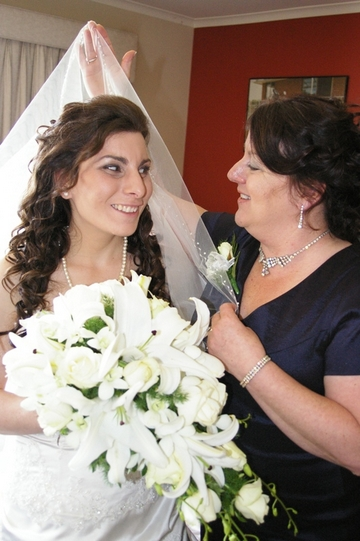 Bridal Wedding Photo with Mum